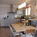 cozinhas-com-mesas-001