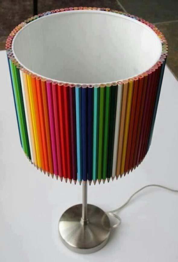 Abajur colorido na decoração 002