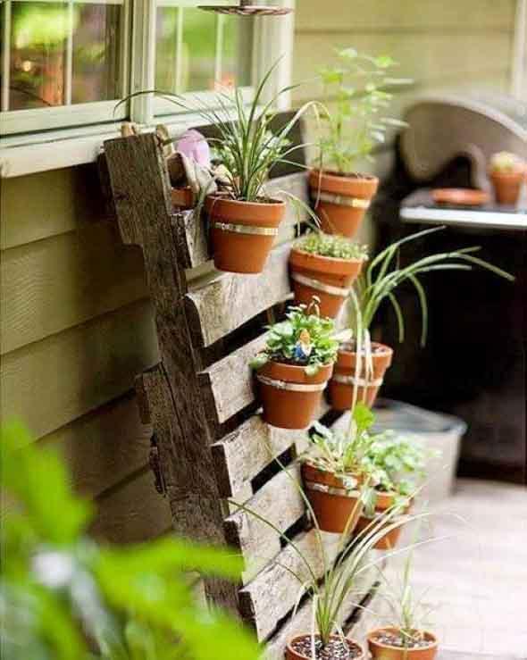 Ideias criativas para usar paletes no jardim de casa 014