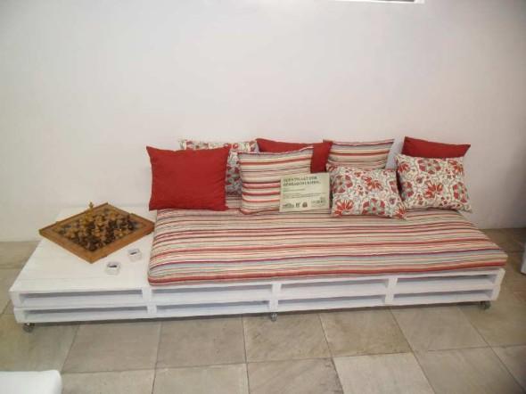 Como montar um sofá de paletes 006