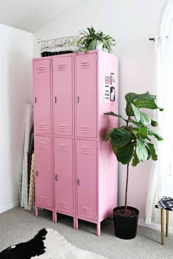 Decoração com armário de metal 012