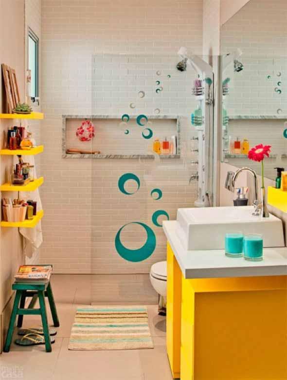Soluções práticas para banheiros pequenos 009