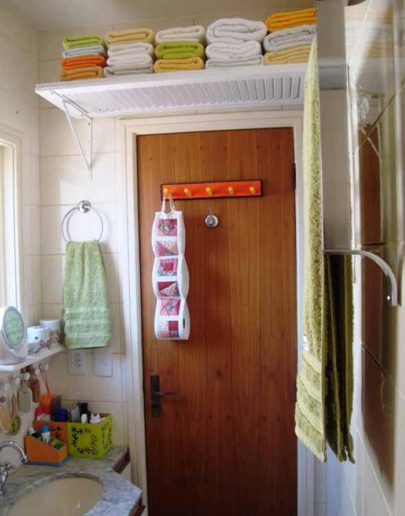 Soluções práticas para banheiros pequenos 010