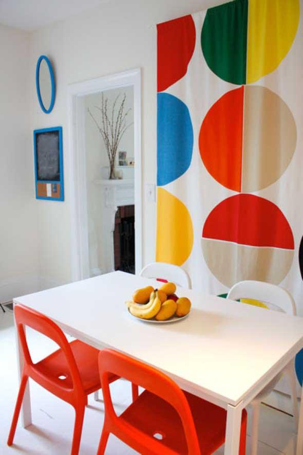 Cortinas coloridas na decoração 019
