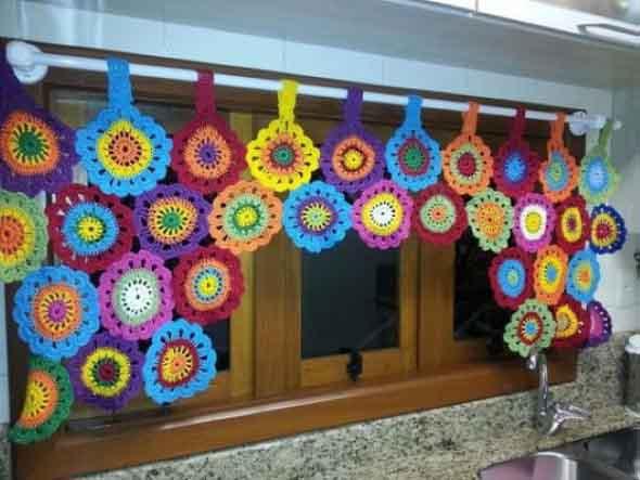 Cortinas coloridas na decoração 020