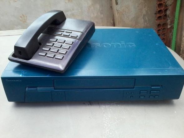 Decoração retro com eletrônicos antigos 024
