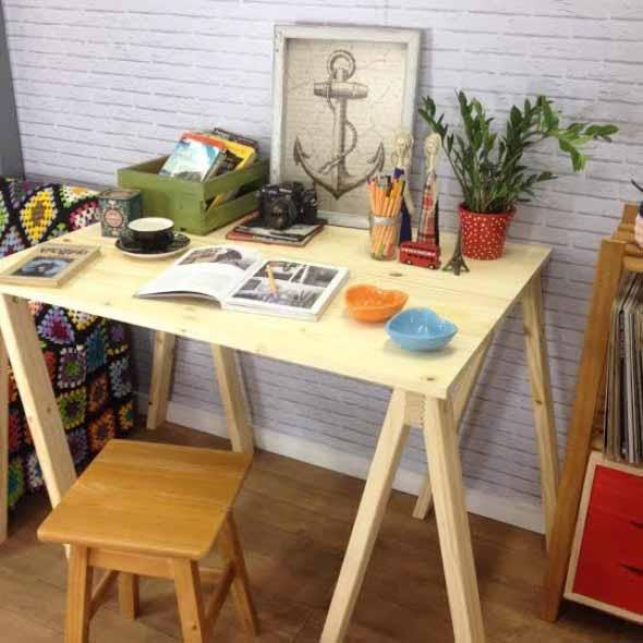 Mesa com cavaletes 007