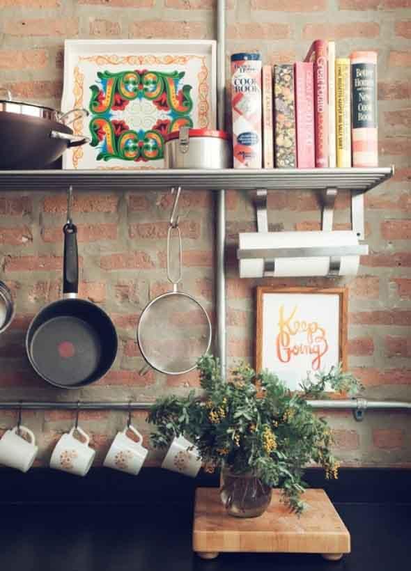 Prateleiras na decoração da cozinha 013