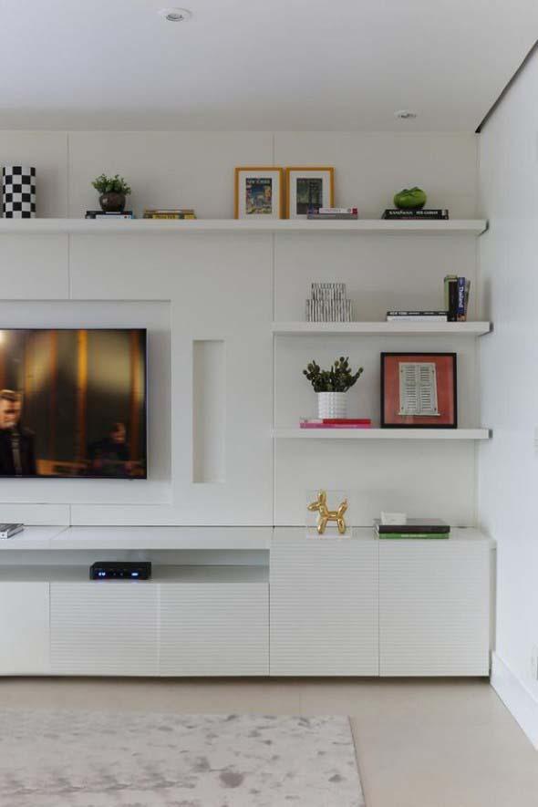 Prateleiras na sala de estar 022
