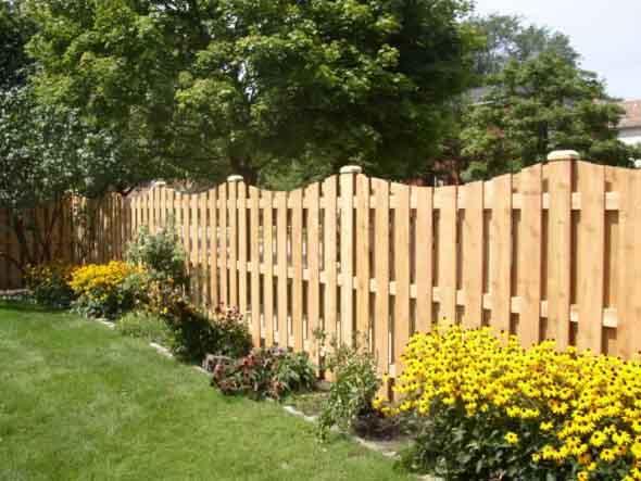 Casas com cercas de madeira 012