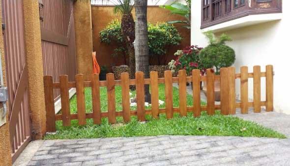 Casas com cercas de madeira 014