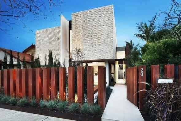 Casas com cercas de madeira 021