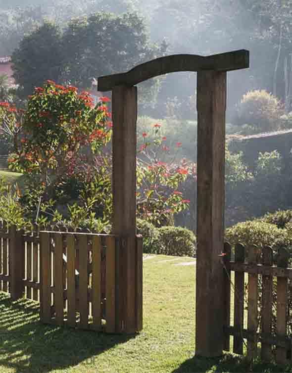 Casas com cercas de madeira 022