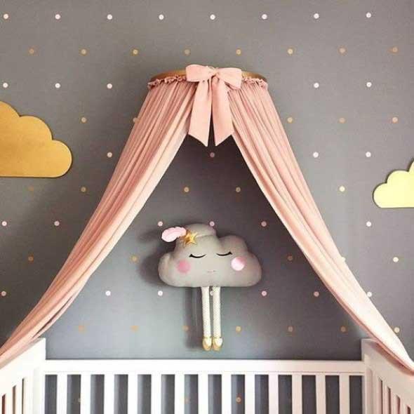 Quarto decorado com nuvens 010