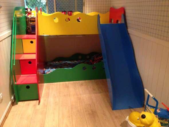 Cama das crianças com escadas 008