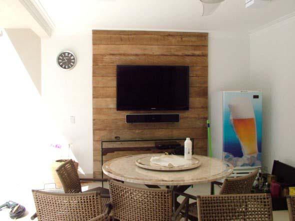 Painel suspenso e rack flutuante na decoração 013