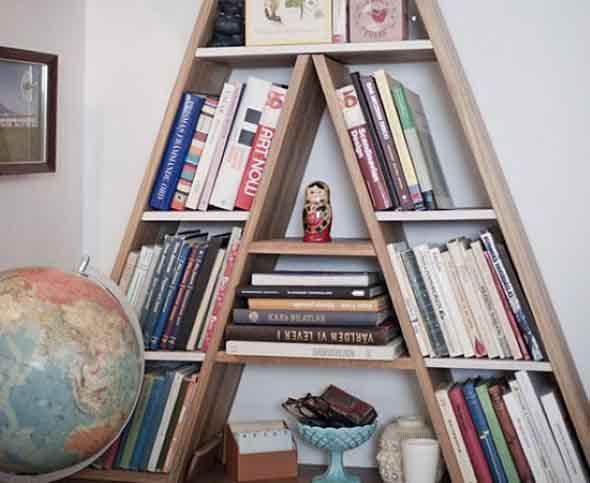 Prateleiras e estantes com formato de letras 012