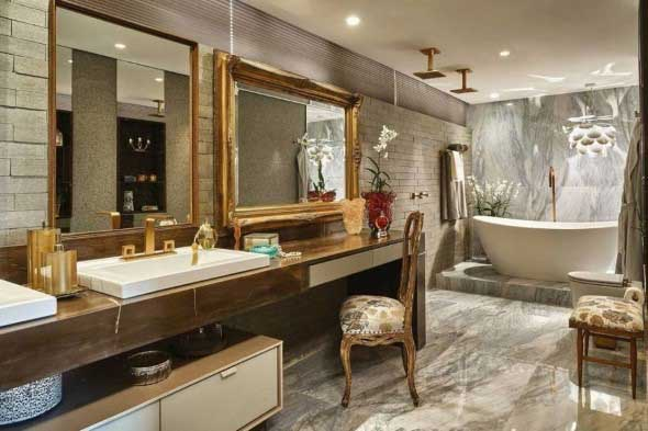Banheiro de casal charmoso na decoração 004