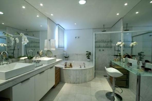 Banheiro de casal charmoso na decoração 010