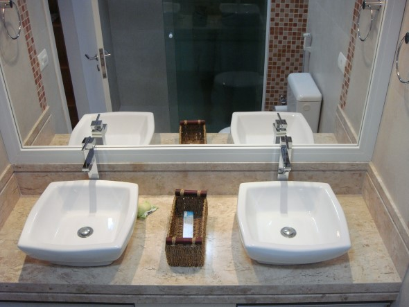 Banheiro de casal charmoso na decoração 013