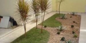 Jardins residenciais pequenos e charmosos 020