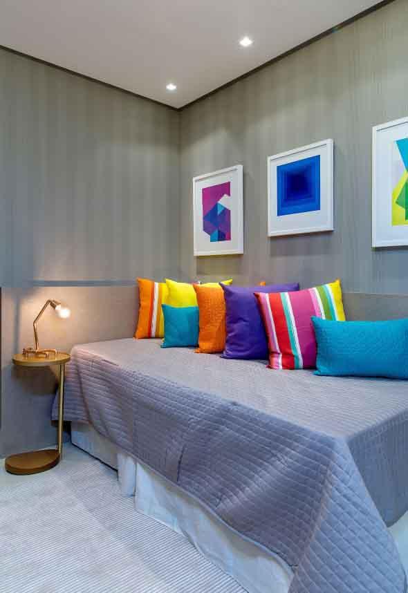 Almofadas coloridas na decoração 007