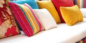 Almofadas coloridas na decoração 017