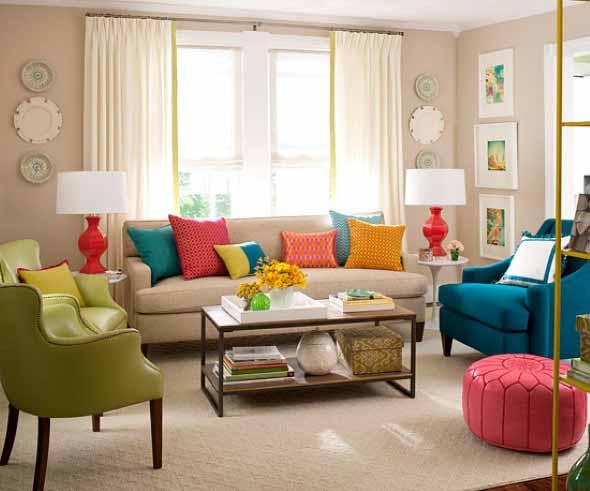 Almofadas coloridas na decoração 020