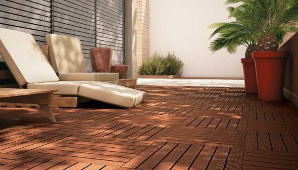 Decks de madeira na varanda 012