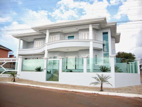 Fachadas de casa com vidros 003