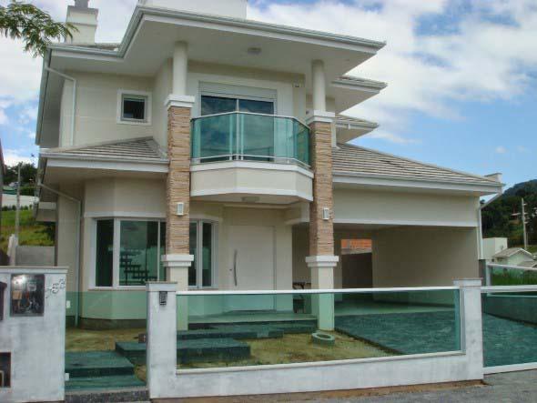 Fachadas de casa com vidros 004