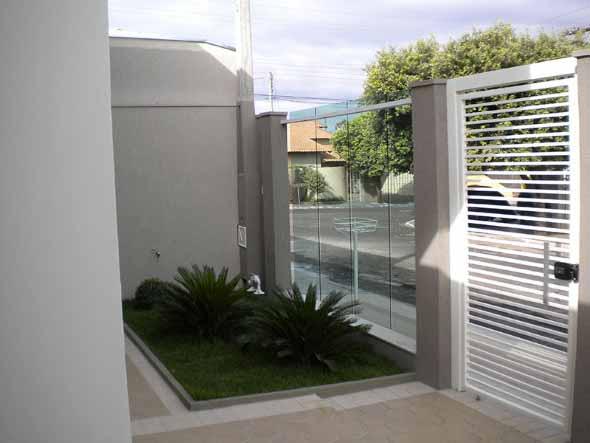 Fachadas de casa com vidros 016