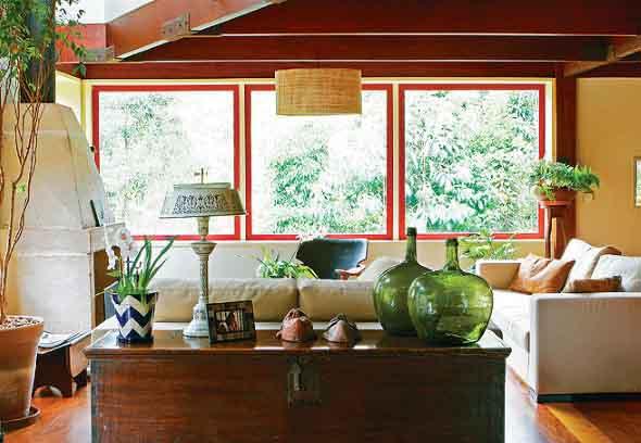 Janelas coloridas dentro de casa na decoração 022