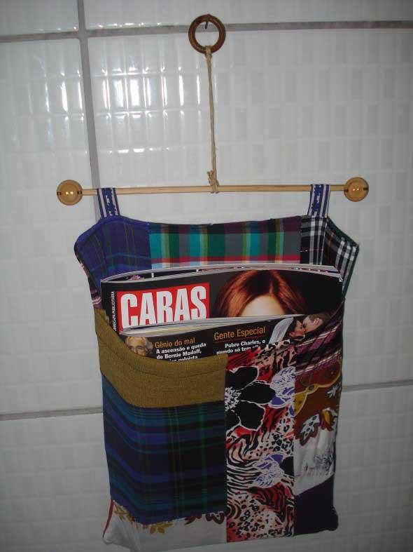 Suporte para jornais e revistas no banheiro 003