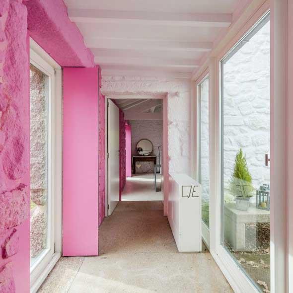 Inspire-se decorando a casa com tons de rosa 013