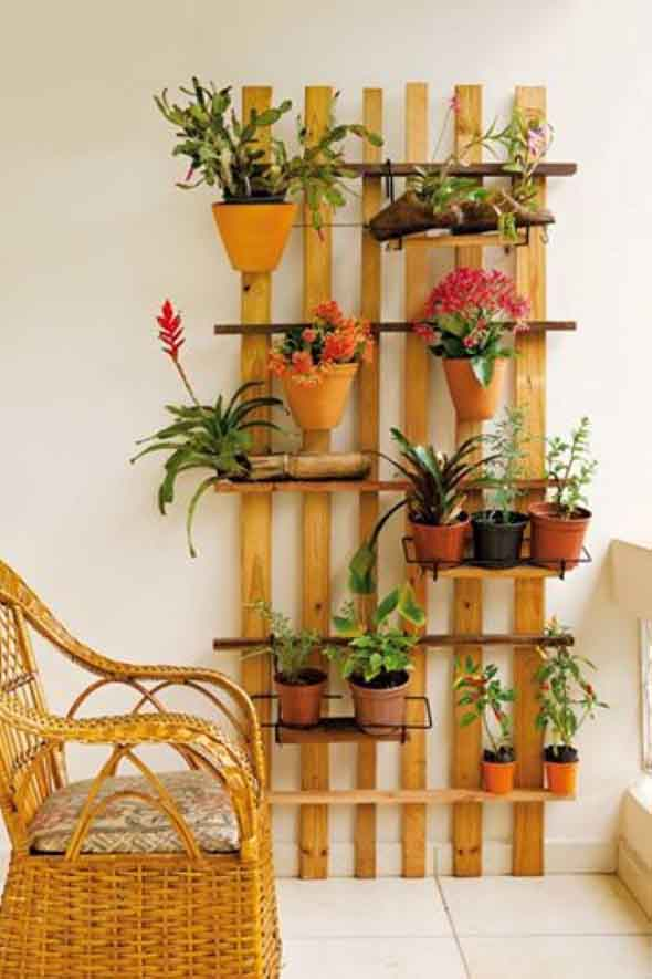 Jardim vertical com treliças pela casa 017