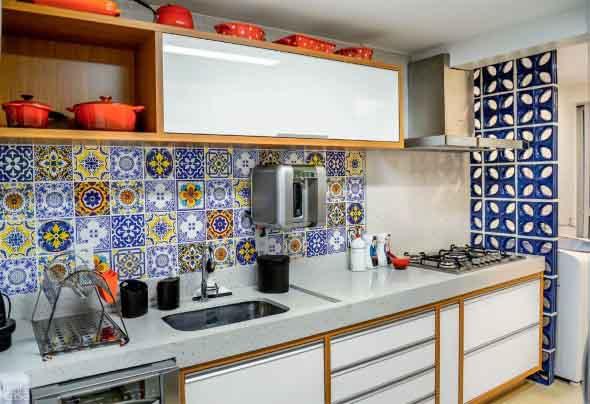 Azulejos estampados na cozinha 001