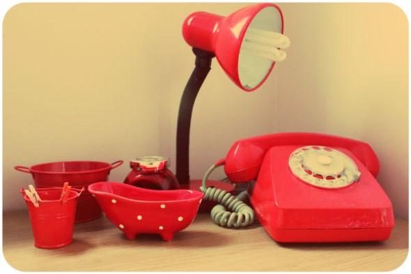Decoração charmosa com telefones antigos 005