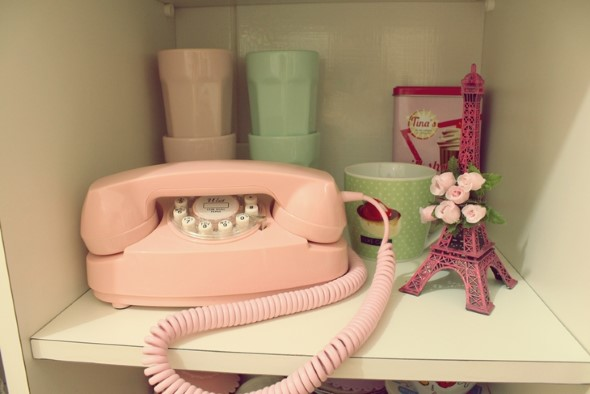 Decoração charmosa com telefones antigos 013