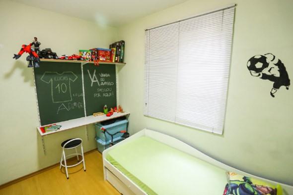 Parede lousa no quarto das crianças 015
