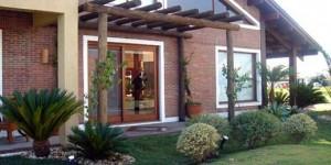 Pergolados no interior e exterior de casa 011