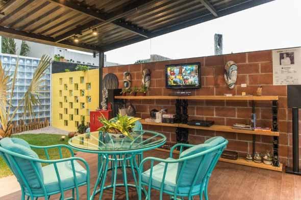 Cômodos com móveis coloridos 011