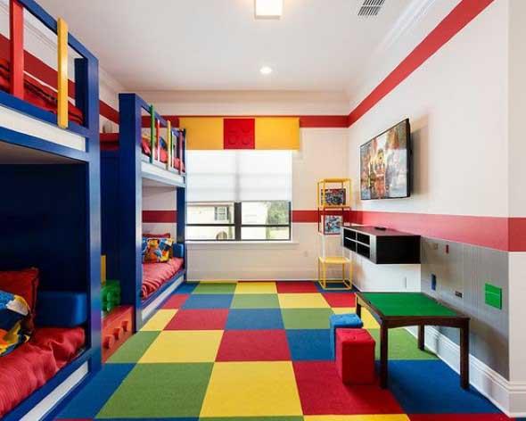 Cômodos com móveis coloridos 016