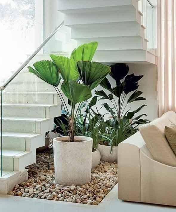 Jardim no vão da escada 004
