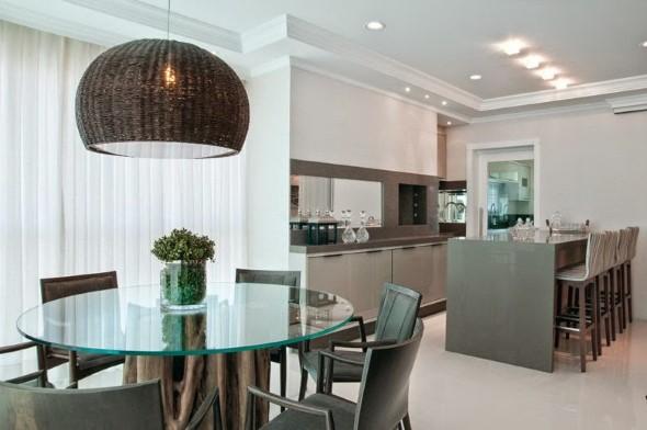 Mesas redondas na sala de jantar 007