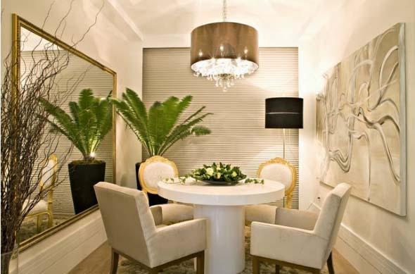 Mesas redondas na sala de jantar 018