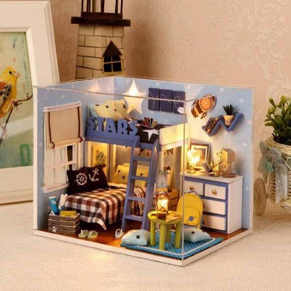 Objetos em miniatura na decoração 013