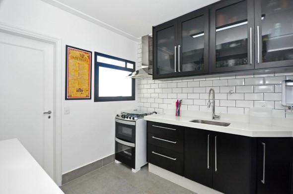 Cozinhas com armários pretos 001