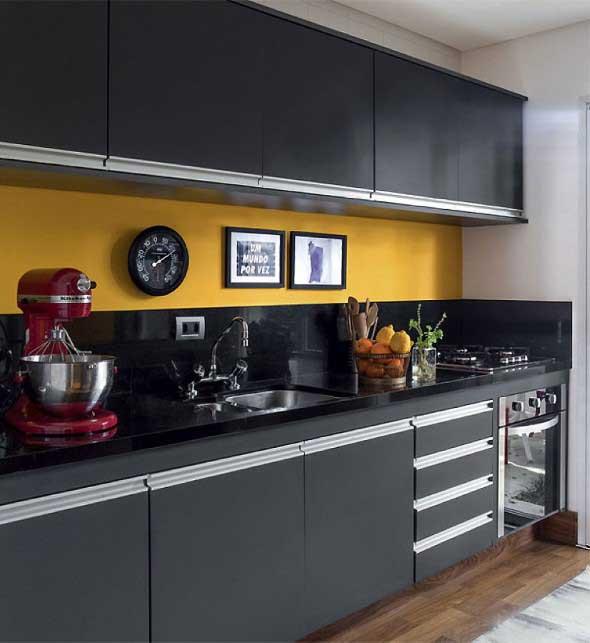 Cozinhas com armários pretos 003