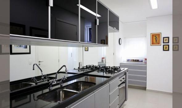 Cozinhas com armários pretos 006